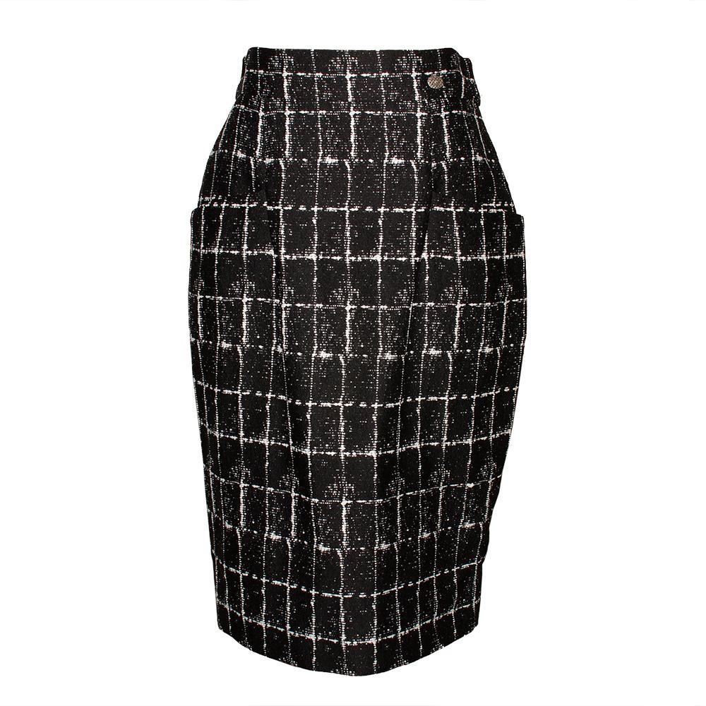 Chanel Size 40 Black & White Tweed Skirt