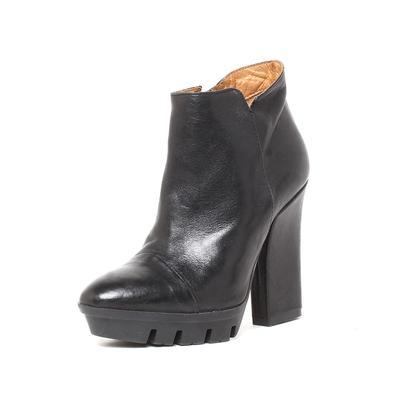 Alberto Ferreti Size 35 Black Heel Boots