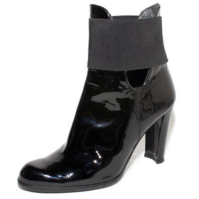 Stuart Weitzman Size 5 Black Patent Leather Ankle Boots