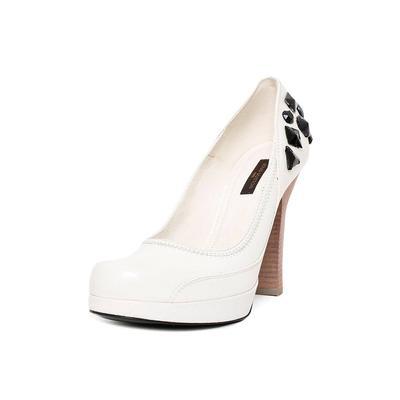 Louis Vuitton Size 38 Black Gem Heels