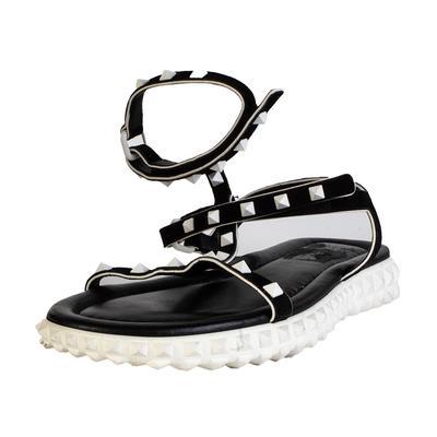 Valentino Size 40 Black CL Rockstud Sandal
